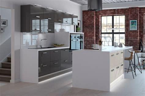 cuisines blanches et grises cuisine gris anthracite 56 idées pour une cuisine chic