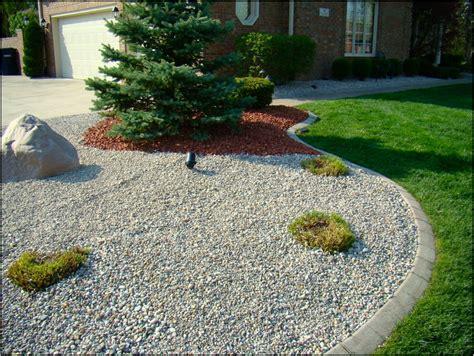 river rock  landscaping   home  garden designs