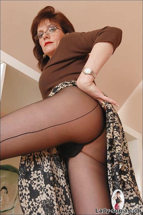 seductive mature lady in black nylon pantyhose doing upskirt