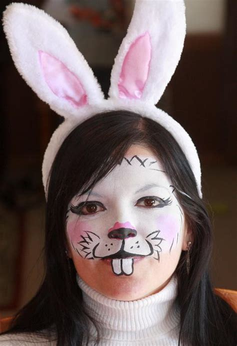 art  life entertainment  recreation easter bunny lunch   outlets  castle rock