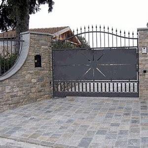pavimentazione cortile esterno pavimenti per interni e esterni in pietra di luserna