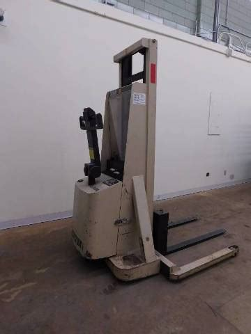 crown mt  lbs walk  walkie stacker forklift