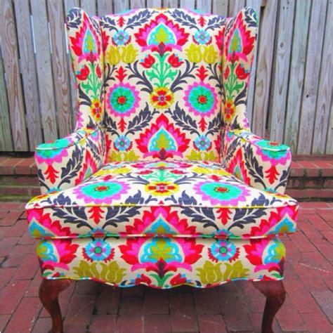 i bright patterned chairs l i v i n g r o o