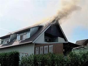 Wespen Im Haus : kampf gegen wespennest endet mit dachstuhlbrand ~ Lizthompson.info Haus und Dekorationen