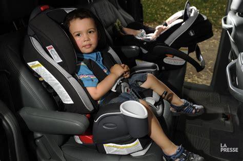 siège d 39 auto pour bébé vers l 39 avant pas trop vite