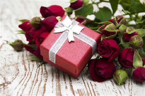 unique indian wedding gift ideas  couples bride groom