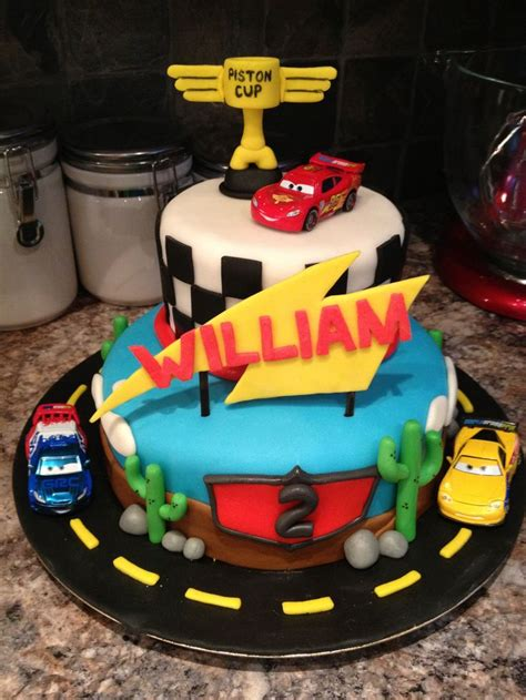 decoration gateau flash mcqueen 126 best images about flash mcqueen on disney cars and disney cars