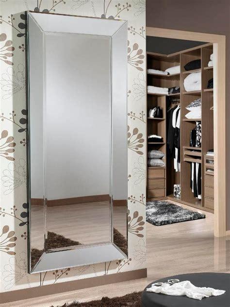 mirroir chambre le miroir dans une chambre parentale boite à design