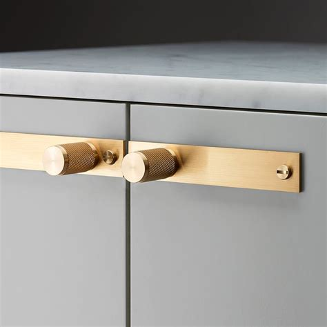kitchen cabinets with hardware 1000 ideas about furniture knobs on furniture 6472