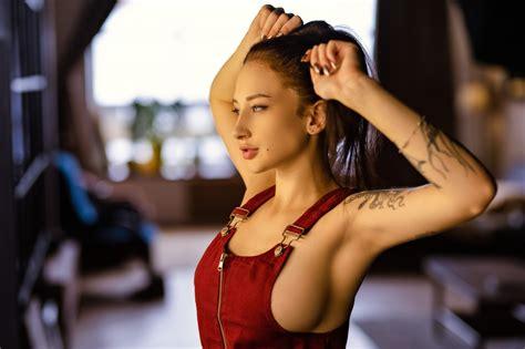 Wallpaper Model Brunette Holding Hair Profile