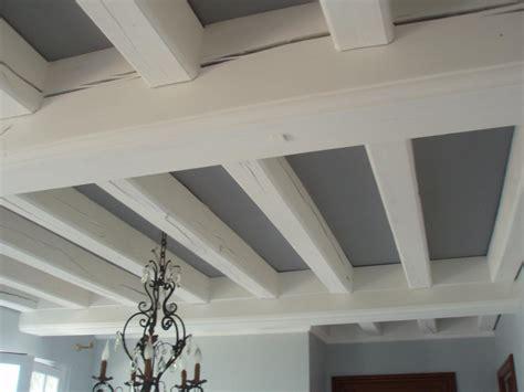 peindre un plafond avec poutres resine de protection pour peinture
