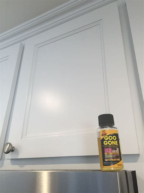 How To Remove Grease From Kitchen Cupboards by Remove Kitchen Cabinet Grease Like A Miracle Goo