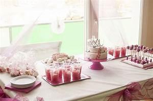 Decoration Anniversaire Fille : theme anniversaire 1 an fille table de lit a roulettes ~ Teatrodelosmanantiales.com Idées de Décoration