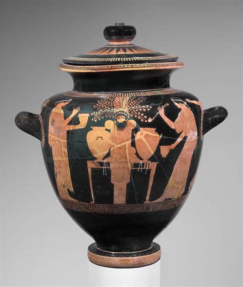 stamnos depicting women congregated   idol