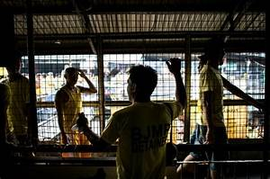 Philippine crime war packs decaying jails