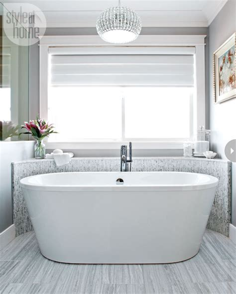 Modern Chandelier Bathtub by 20 Beautiful Bathrooms Style At Home
