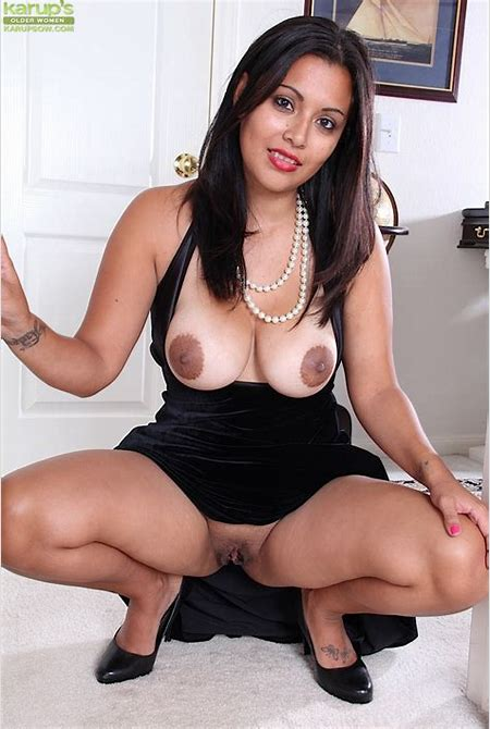 Milf Latina Veronica is playing with her lovely shaved holes - All Latina Pics .com