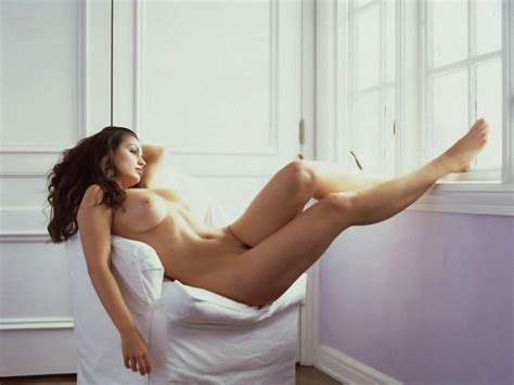 download photo 1600x1200 brunette rest nude chair
