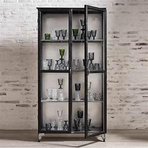 Vitrinenschrank Glas Metall : glasschrank vitrine raw metall holz schwarz von nordal 850 00 pinterest ~ Frokenaadalensverden.com Haus und Dekorationen