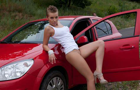 Lezbi Ladies Shows Off In Auto