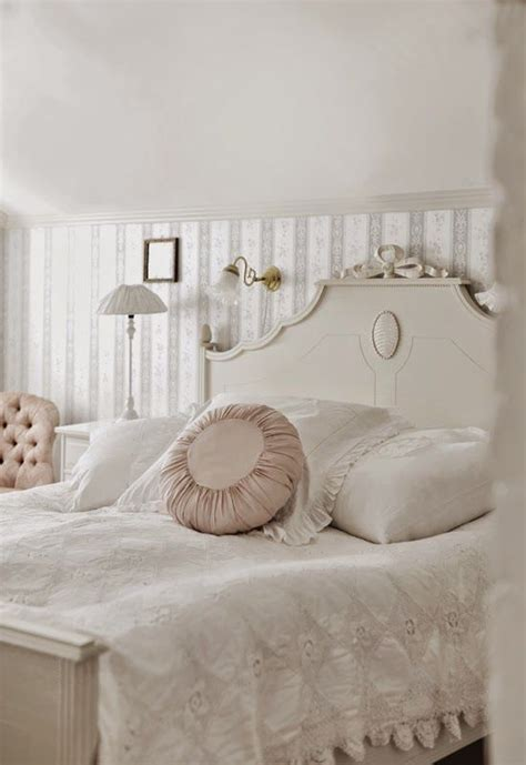 not shabby translation 17 best images about shabby chic on pinterest shabby chic bedrooms cottages and shabby chic