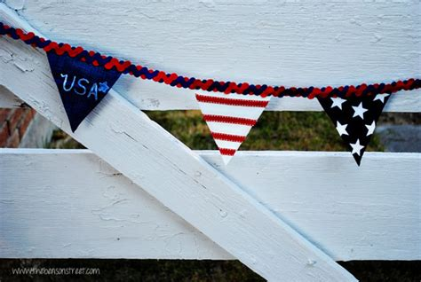 foto de Horse Tack and Equipment by Color Red White and Blue