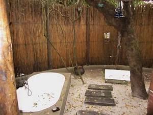 Salle de bain a l exterieur deco batheroom salle de for Salle de bain exterieur