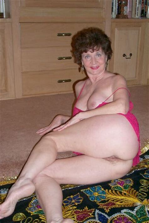 amateur mature granny solo xxx photos