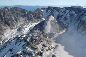 File:Whaleback, Mount St Helens volcanic crater (February ...