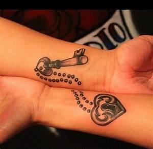 Sprüche Für Tattoos : 57 coole tattoos f r paare die ewige liebe symbolisieren ~ Frokenaadalensverden.com Haus und Dekorationen