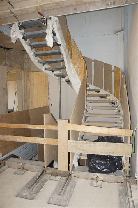 Treppe An Der Wand by Treppe An Der Wand Freitragende Treppe Coole Ideen