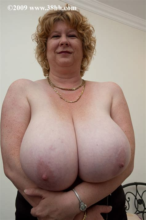 Huge 38hh Breasts - Sexy Erotic Girls