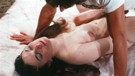 Tina Russell Nuda ~30 Anni In A Touch Of Genie