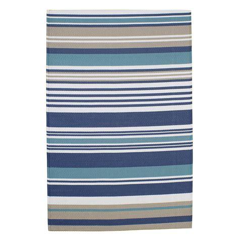tapis d extérieur en polypropylène tapis d ext 233 rieur 224 rayures en polypropyl 232 ne bleu 180 x 270 cm escale maisons du monde