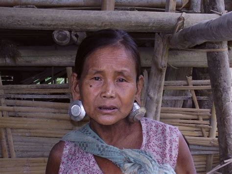 Matu lady | Lady from the Matu tribe from Myanmar in a ...