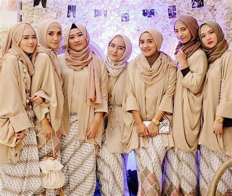 inspirasi gaun kebaya bridesmaid berhijab sopan
