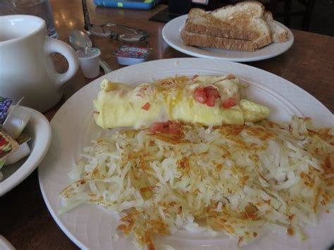 country kitchen ontario oregon tomato and cheese omelet with hash browns and toast 6109