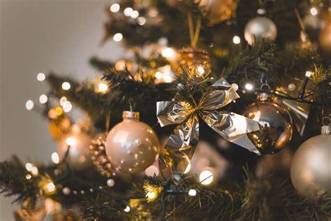 pernak pernik  jadi hiasan pohon natal