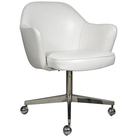 saarinen for knoll desk chair on chrome swivel base in