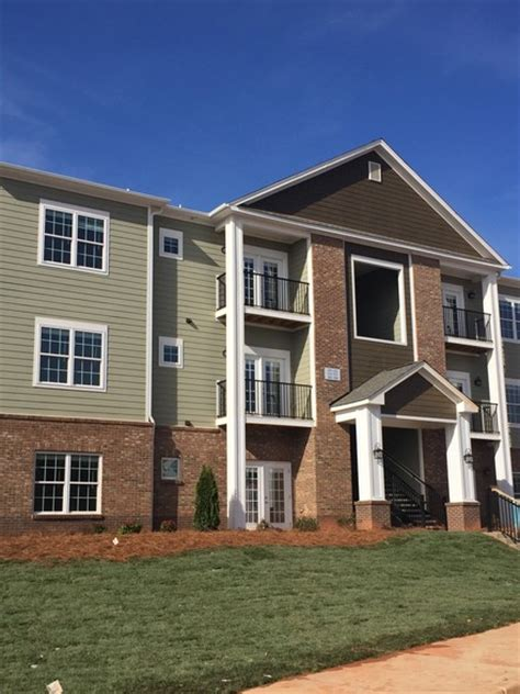 One Bedroom Apartments In Greenville Sc by Ardmore At The Park Rentals Greenville Sc Apartments Com