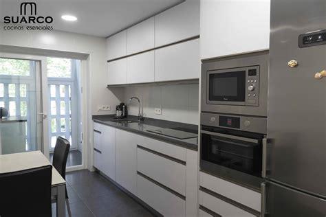 cocina blanca sin tiradores cocinas suarco fabrica