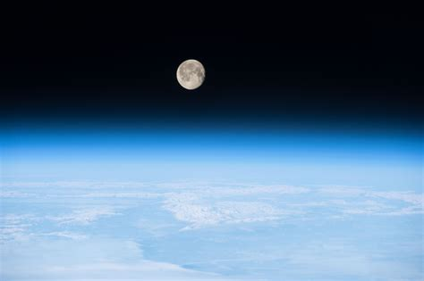 Moon Earth's Atmosphere - Pics about space