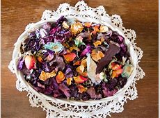 How to Choose Flowers from the Garden for Making Potpourri
