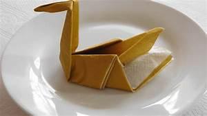 Pliage De Serviette En Papier Facile Youtube : plier une serviette faire un cygne d coration table ~ Melissatoandfro.com Idées de Décoration