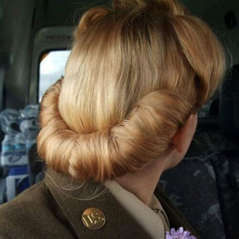 Tap Into That Retro Glam With These Pin Hairstyles