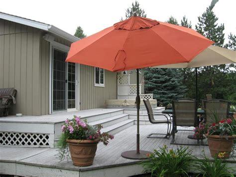 deck umbrellas for extra comfortable outdoor entertaining