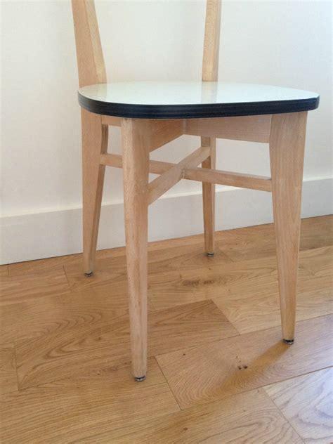 chaise en formica duo de chaises bistrot en bois et formica la