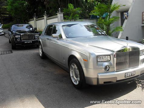 roll royce road rolls royce phantom spotted in singapore singapore on 08