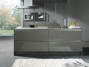 modern island kitchen designs moderne küchen in edlen graunuancen