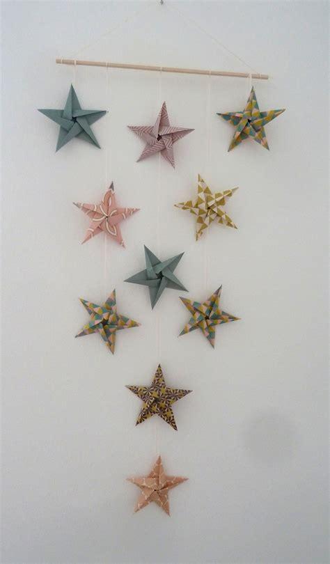 mobile 10 étoiles en origami pour décoration murale